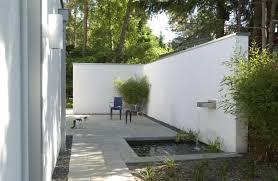 Verputzte Beton Mauer Bilder Gartengestaltung Verputzte Beton Gartenmauer Als Sichtschutz
