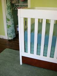 any luck making your crib skirt