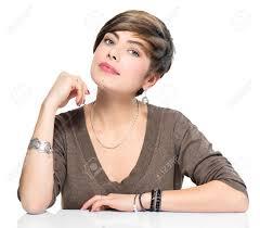 ショートボブの髪型美しい化粧と若い美しさの女性 の写真素材画像