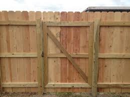 ... basic cedar 6' privacy gate back side ...