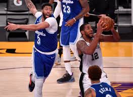 LaMarcus Aldridge leads Spurs past Lakers