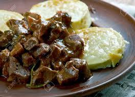 Gulasch Aus Rinderherz Mit Gebratenen Zucchini. Ungarische Küche  Standard Bild   60927708