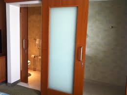 sliding doors. SpringHill Suites Cincinnati Airport South: Nice Sliding Doors To Bathrooms