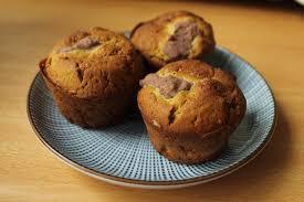 Kätke vihreällä teellä maustetun mochin sisään sitruunainen jäätelöpallo. Matcha Mochi Minicakes