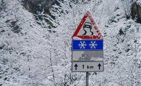 Risultati immagini per neve e auto
