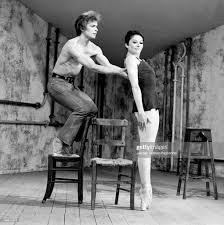 Rudolf Nureyev performs on the set of the Ballet film Le Jeune Homme...  Nachrichtenfoto - Getty Images