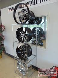 Alloy Wheel Display Stand Iron Horse Auction Auction Auction of Home Town Auto Center 86
