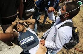israeli snipers shoot 6 palestinian journalists killing one making international headlines