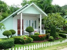 Beautiful Homeswith Gardens Mesmerizing White And Green House Design With  Beautiful Garden Yard