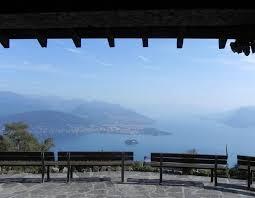 Verbania is de grootste plaats aan de lago maggiore met een prachtig centrum. Kabelbaan Mottarone Panoramisch Uitzicht Over Zeven Meren Lagomaggiore Nu