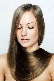 自然な長い髪髪型茶色の髪と美しい女性 の写真素材画像素材 Image