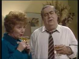 Stan and Hilda Ogden - Woman Stanley, Woman! (November 1977) - YouTube