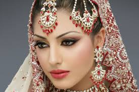 know how easily you can smoothen the things for the wedding day makeup always start with the eye makeup followed by the face and then finish your look