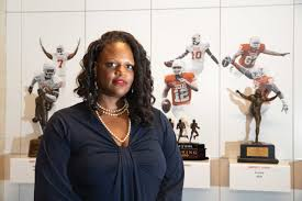 LaToya Smith and team help student athletes succeed as students - UT News