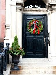 how to hang garland around front doorHow To Put Garland Around The Front Door  Round Designs