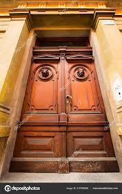Alte Türen Griffe Schlösser Gitter Und Fenster Stockfoto Gulakow