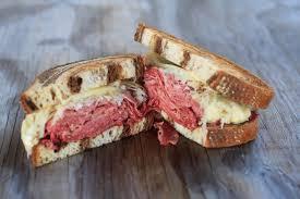 calories in a reuben sandwich