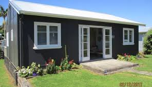 Pohutukawa Cottage-'hutu', oh <b>so Retro</b> Kiwi Bach in Hamilton ...