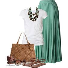 Gorgeous maxi skirts outfits ideas Crop Top Maxi Skirt Look Stylishwomenoutfitscom Maxi Skirt For Summer Look Stylishwomenoutfitscom