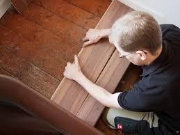 Die genaue verlegetechnik hängt von der art des teppichs ab, in diesem video werden alle varianten anschaulich erläutert. Alte Stufen Renovieren Laminat Auf Treppen Verlegen Bauen De