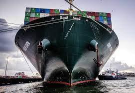 Ever Given läuft nach Havarie im Suez-Kanal in Rotterdam ein