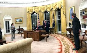 obama oval office decor. Oval Office Rug Obama White House Decor In Rehang Trump  Continues To Copy Others .