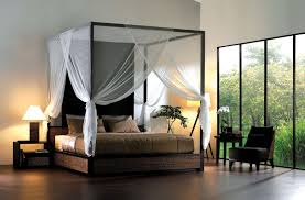 Simpe bedroom decorating with king size canopy bed with curtains or ...