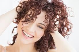 účesy Delší Vlasy