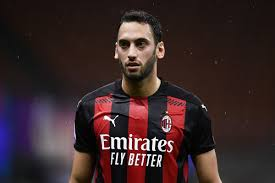 Manchester United linked to Hakan Calhanoglu - The Busby Babe