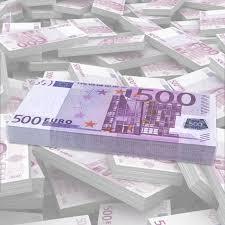 Sofía adquirió una costosa imagen por quinientos euros. traducción:sofia akiris multekostan bildon kontraŭ kvincent eŭroj. Fajo De Billetes Falsos De 500 Deja De Pensar