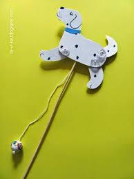 Как сделать игрушку дергунчик Бегущая собака Это интересно  детская поделка собака