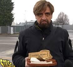 Atalanta, Papu Gomez distrugge il Tapiro d'Oro consegnato da Striscia - ITA  Sport Press
