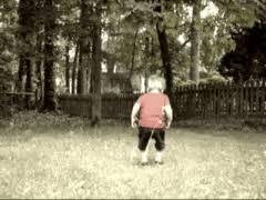 Физическая культура Википедия Прыгающий на траве мальчик 2 х лет Физическое воспитание способствует