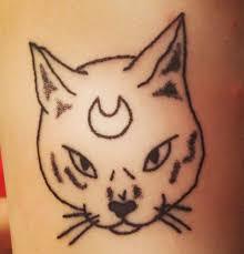 фото татуировки кота в стиле хендпоук на руке парня фото рисунки