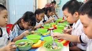 Kết quả hình ảnh cho nhân viên nấu ăn trong trường tiểu học