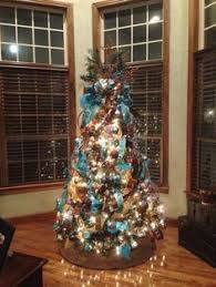 Chocolate brown and turquoise Christmas tree works perfect in this room.  Tothegoodlifewithme.wordpress.
