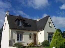 la maison de brene en granit couverte de chaume sont de plus en plus rare est les matériaux le plus courant utilisé sont le pisé et la couvertes en