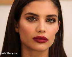 steal victoria s secret angel sara saio s gold eye and berry