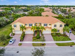 430 000 3br 3ba for in paloma palm beach gardens
