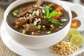 Produk pangan yang telah lama diproduksi, berkembang dan dikonsumsi di suatu daerah atau suatu kelompok masyarakat lokal tertentu. 35 Makanan Khas Indonesia Ini Pasti Bikin Kamu Ngiler