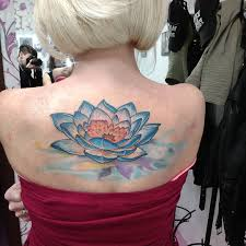 52 карточки в коллекции татуировки лотоса на спине пользователя