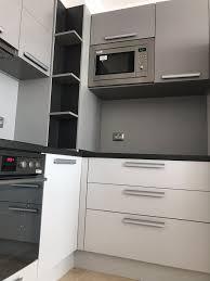 Например сивата компактна кухня има перфектно ниво на. Sovremennaya Kuhnya Iz Mdf Serogo Cveta Fkg4 Sovremennye Kuhni