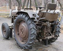Трактор Википедия Унифицированная маятниковая навеска сельскохозяйственного трактора Узкие колёса обеспечивают движение по междурядьям