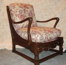 Jamestown lounge company feudal oak antique chair with cushions