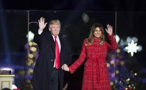 Donald Trump: Ljudi opet ponosno govore Sretan Božić