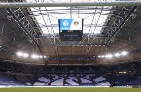 Fußball-Bundesliga: Fans von Schalke 04 geraten nach Revierderby mit  Polizei aneinander - DER SPIEGEL