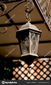 Gesmede Lantaarn Opknoping Boven De Voordeur Van Het Huis