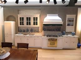 Tiarch.com cucina bianca e verde acido