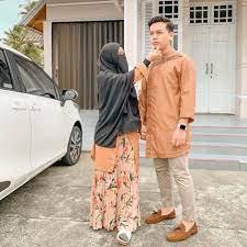 Dia meminta pendapat para pengikutnya di instagram. 10 Potret Manis Natta Reza Dan Wardah Maulina Berawal Taaruf Kini Nempel Terus