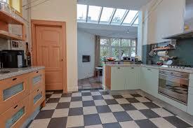 Binnenkijken In De Klassieke Woning Van De Huisarts Foto Adnl